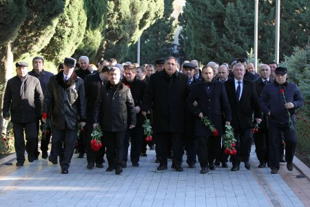 "The staff of ""Neftchi Sports Club"" visited the grave of national leader Heydar Aliyev"